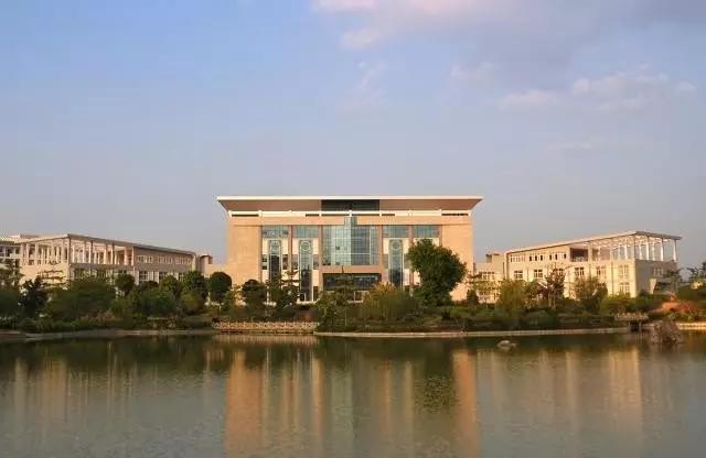 广西水利电力职业技术学院校园风光1