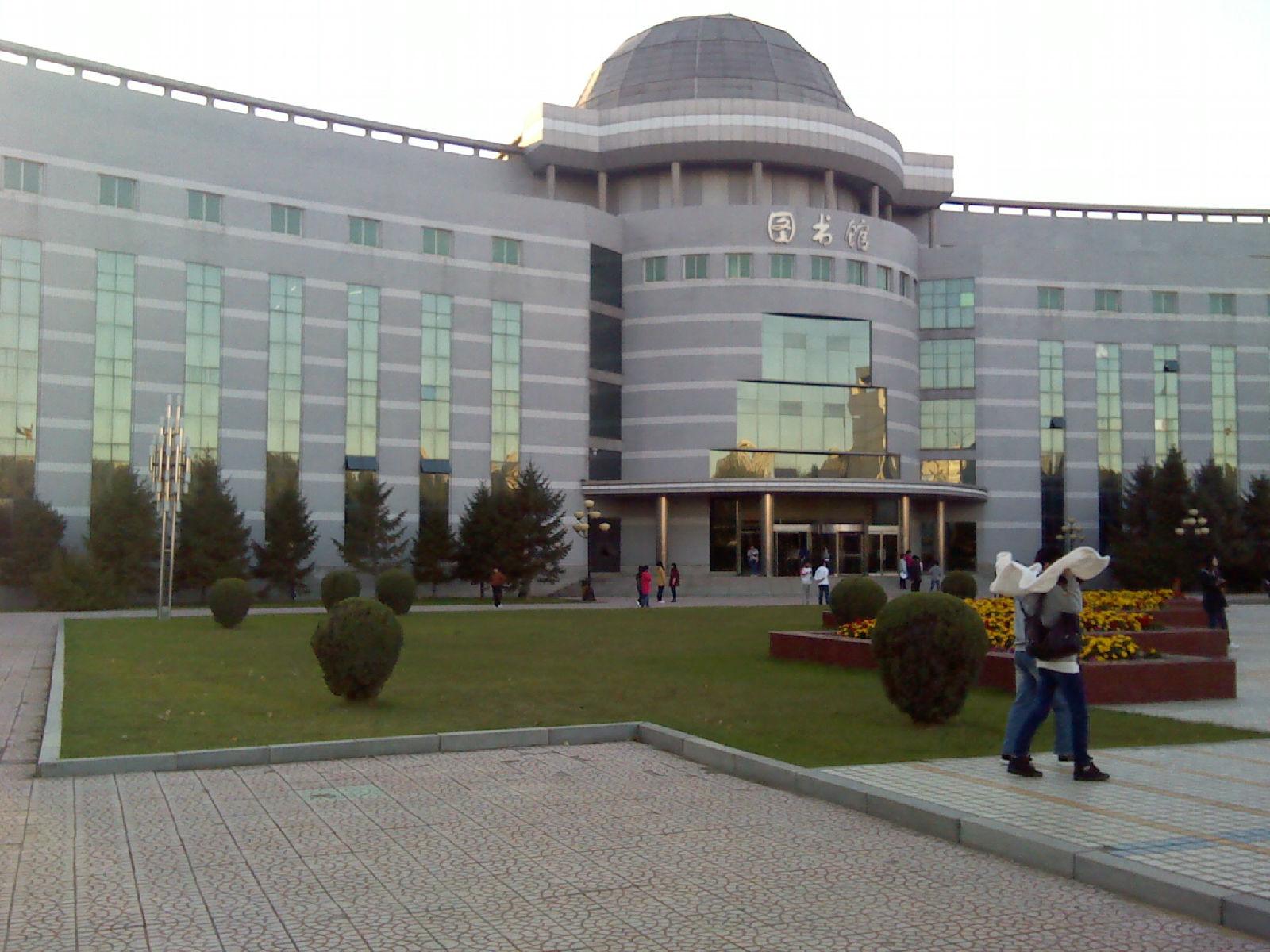 沈阳医学院校园风光3