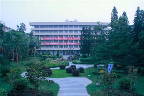 广东技术师范学院(与深圳信息职业技术学院协同培养)校园风景2