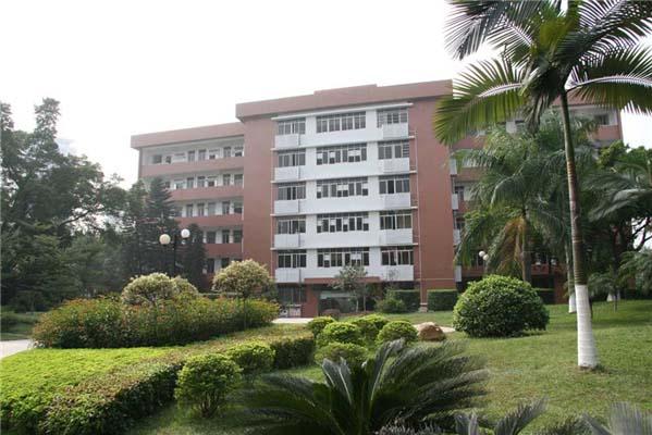 广东技术师范大学(与深圳信息职业技术学院协同培养)校园风景4