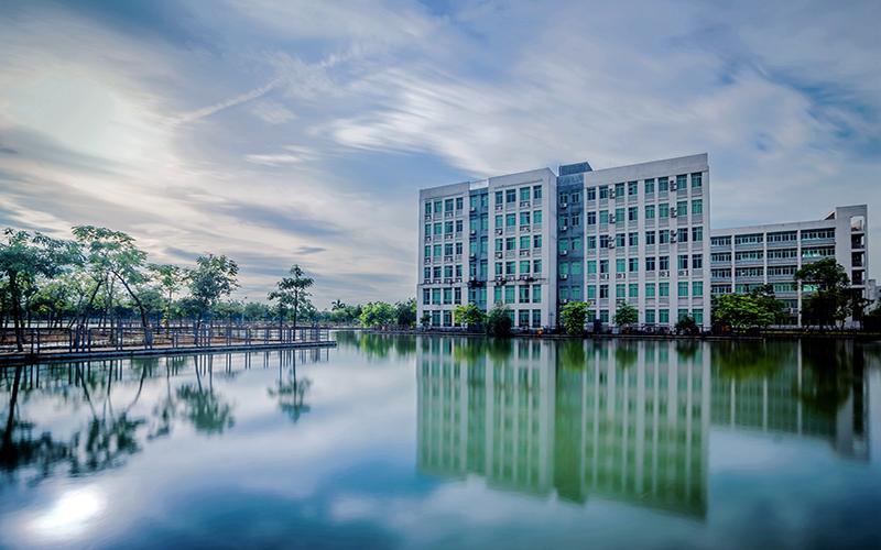 广州工商学院校园风光7