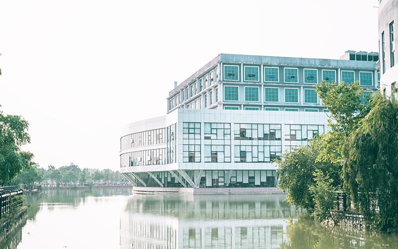 广州工商学院校园风光9