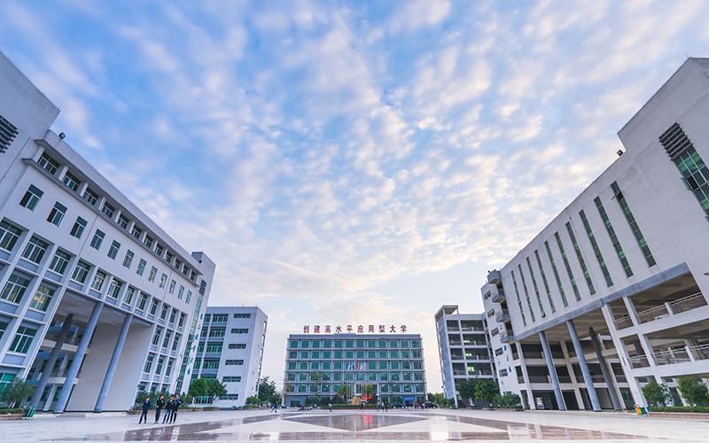 广州工商学院校园风光1