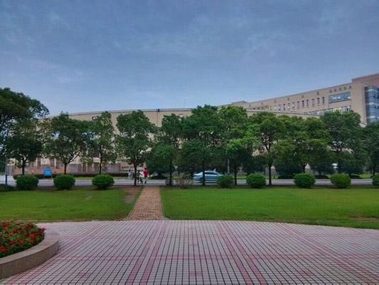 黄冈师范学院校园风光1