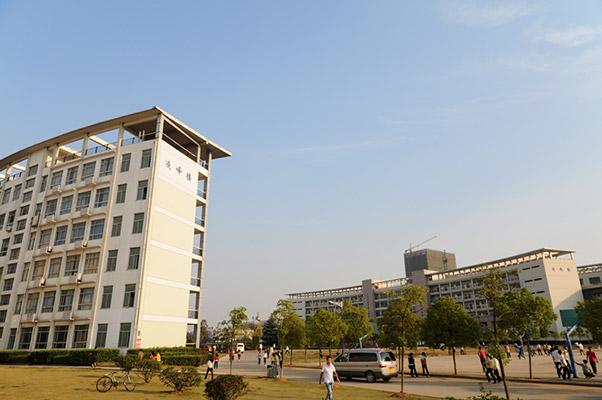 武汉职业技术学院校园风光4