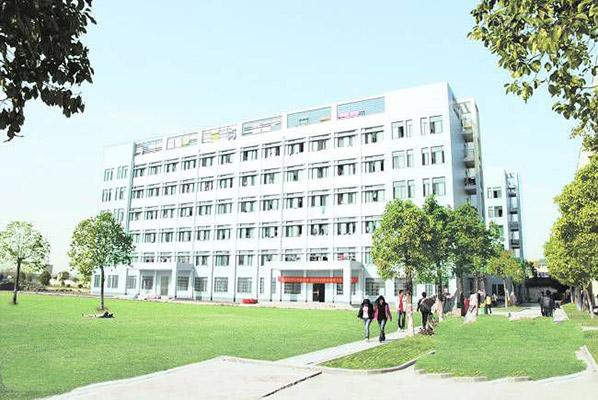 荆州理工职业学院校园风光1