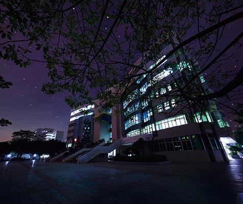 广东石油化工学院图书馆广场夜景