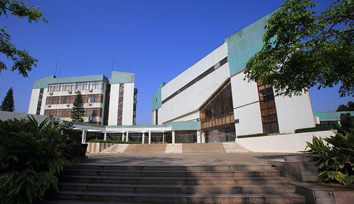 广东石油化工学院(与广东轻工职业技术学院联合培养)科技楼