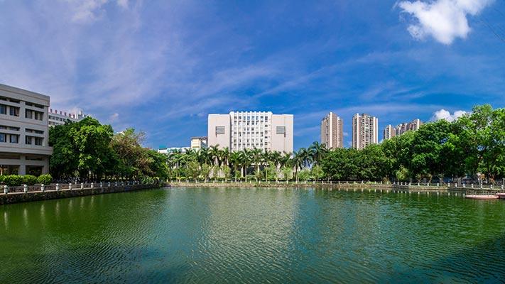 广东石油化工学院西湖