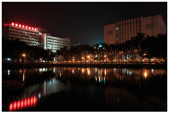 广东石油化工学院西湖夜景