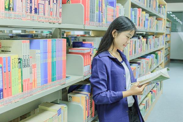 广东东软学院图书馆阅览