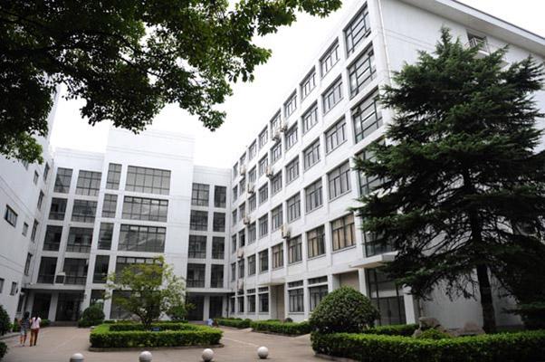 上海科学技术职业学院校园风光1