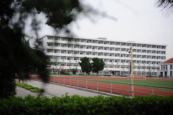上海科学技术职业学院校园风光2