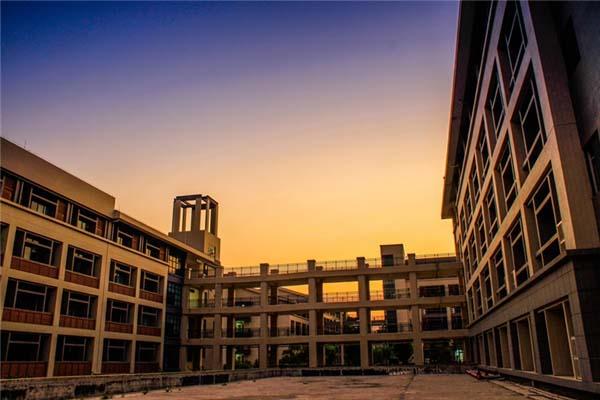 东莞理工学院城市学院(与广州城建职业学院联合办学)校园风光2