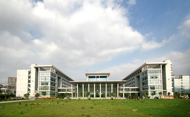 湖北科技职业学院校园风光1