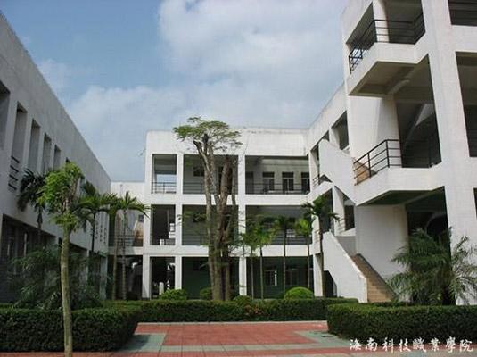 海南科技职业大学校园风光2