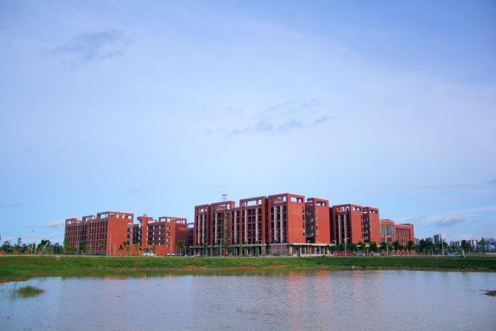 广西蓝天航空职业学院2