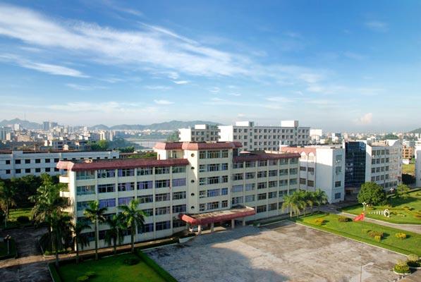 广东茂名幼儿师范专科学校宏伟的教学大楼